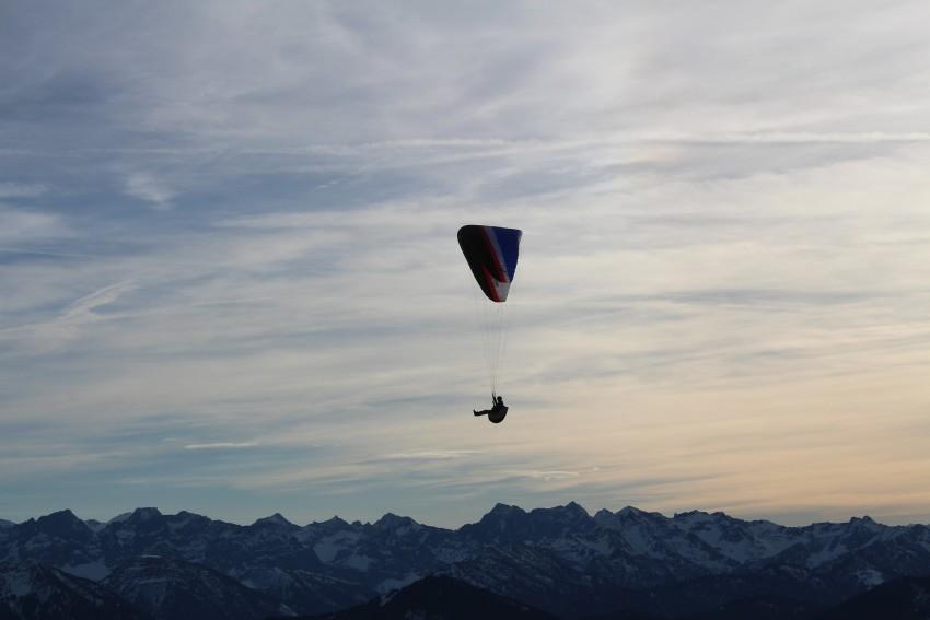 parachutist-541124_1920